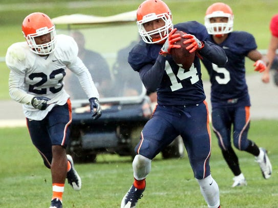 UTEP side receiver Richie Rodriguez, 14, former of