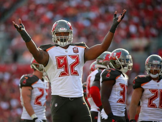 Tampa Bay defensive end William Gholston (92) gets
