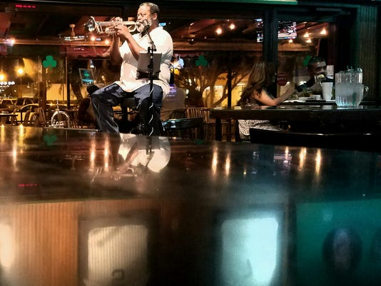 Restaurants with live music - Padre Murphy's