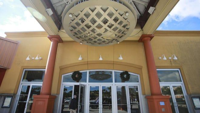 Entrance to the Boynton Beach Mall.