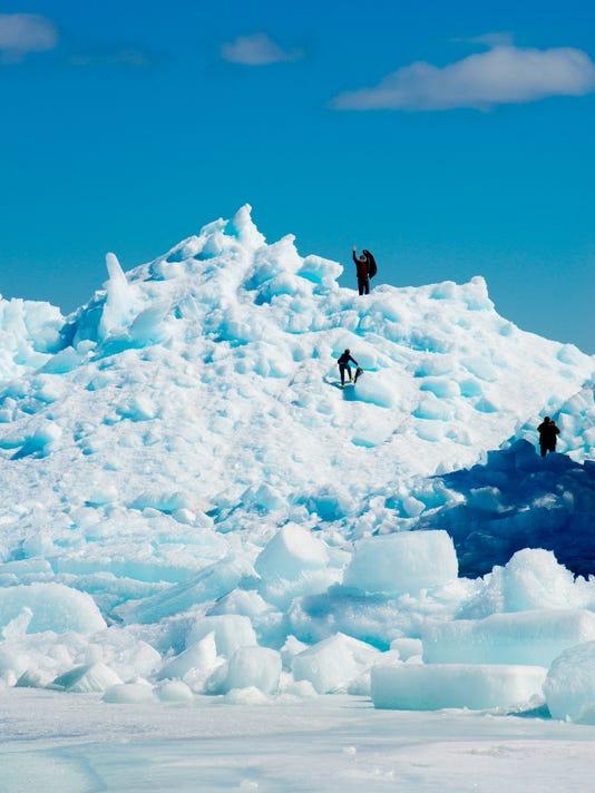 -DCA 0404 ice shoves 3.jpg_20150403.jpg