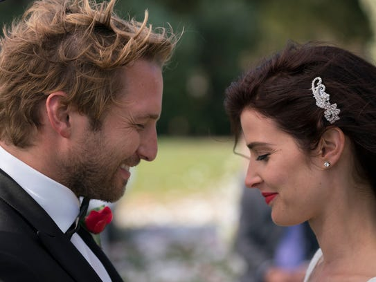 Allison (Cobie Smulders) is engaged to Aaron (Ryan