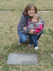 "Rosalind ""Lindy"" Kew Womack with her daughter at the"