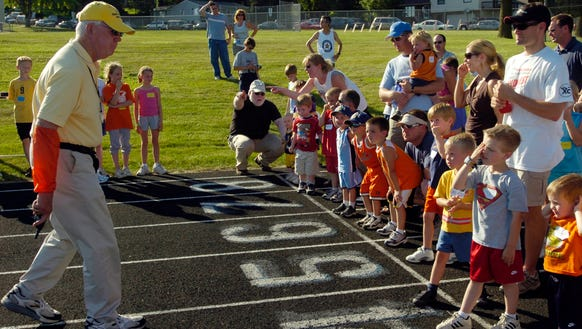 Rich Hanson gives starting line directions at the city's