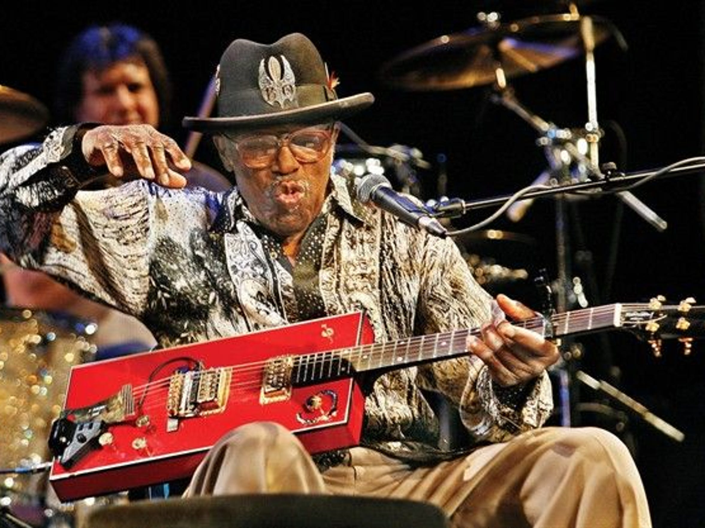 Blues legend Bo Diddley wasn't thrilled to deal with picture-seekers when he played at JazzFest in 2000.