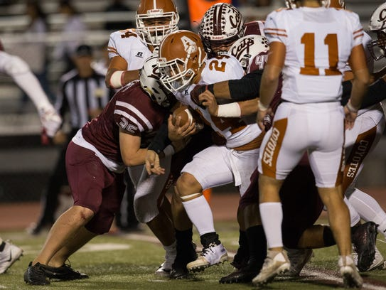 Defenses shined Friday at Phil Danaher Field at Wildcat Stadium as Calallen and Alice played in District 30-5A's lowest-scoring game of the season, a 21-0 Calallen victory.
