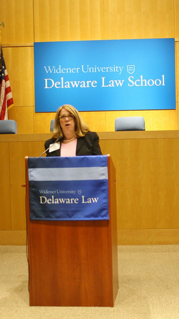Delaware Law School Alumni Association President Renae Axelrod addresses incoming students.