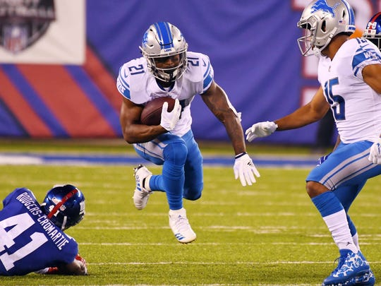 Sep 18, 2017; East Rutherford, NJ, USA; Lions running back Ameer Abdullah scoots past Giants cornerback Dominique Rodgers-Cromartie in the first quarter at MetLife Stadium.