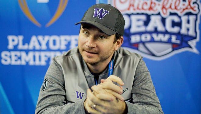 Washington Huskies offensive coordinator Jonathan Smith.
