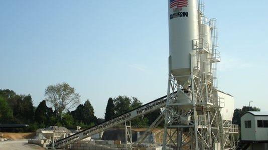 An image showing how a concrete batch plant looks.