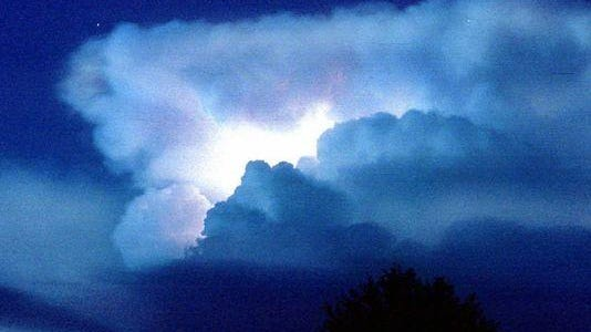 The National Weather Service in Nashville issued a severe thunderstorm warning for Rutherford County.