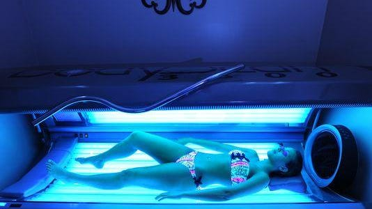 The total percentage of U.S. adults using indoor tanning beds decreased from 5.5 percent in 2010 to 4.2 percentin 2013