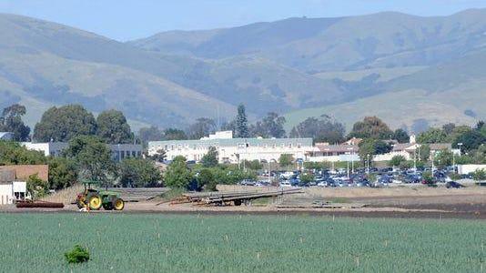 En esta imagen se muestra la propiedad Ikeda desde la escuela de adultos en Salinas hacia el Centro Médico Natividad.