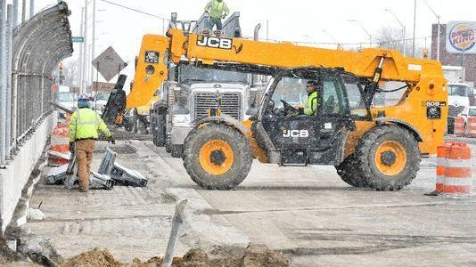 The Michigan Department of Transportation reports it is conducting ongoing bridge replacement and making pavement repairs, which require closures, on the city's east side.