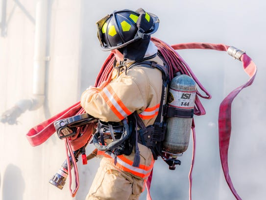 Self-contained breathing apparatus units with air tanks