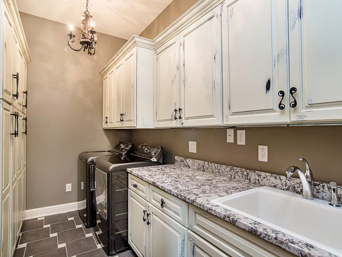 Hot property inside a estate in carmel 39 s west clay for Laundry room connected to master closet