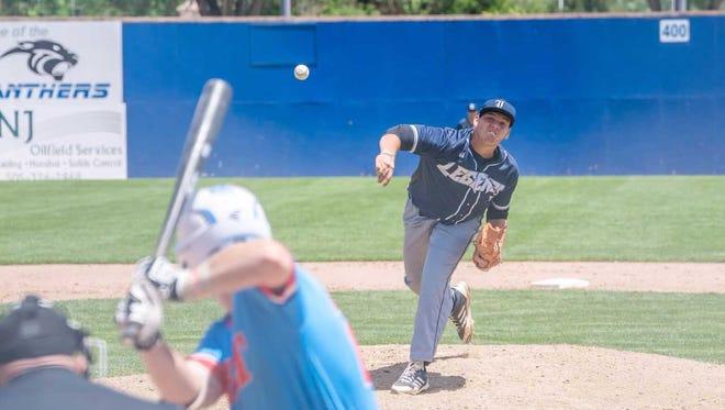 Florida Legends' Saul Gonzalez pitches against D-BAT 17 on Sunday at Ricketts Park.