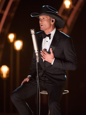 Tim McGraw performs during the Oscars.