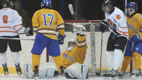 White Plains defeated Mahopac 4-2 in a hockey game at Ebersole Ice Rink in White Plains Jan. 14, 2016.