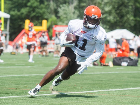 Cleveland Browns wide receiver Antonio Callaway (11) runs with the ball during training camp at the Cleveland Browns Training Complex.