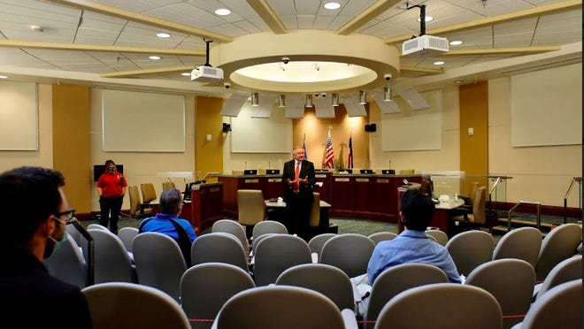 Mayor Nick Gradisar welcomes the COVID-19 Education and Compliance Team at Pueblo City Council Chambers on Aug. 17