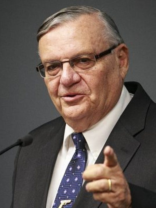 635570129524908772-Arpaio-pointing