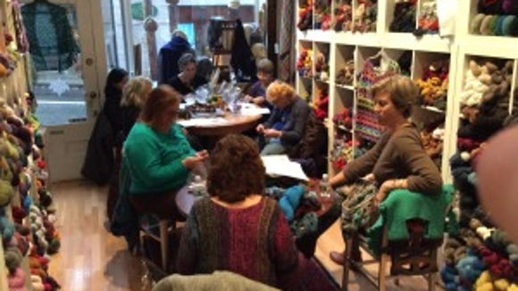 Bev Mazarella, the owner of Trillium Yarns, took this photo of the class.