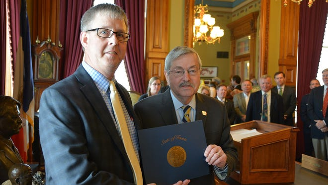 """Gov. Terry E. Branstad presented the 2017 Benjamin F. Shambaugh Award to author Thomas R. Baker for """"The Sacred Cause of Union: Iowa in the Civil War,"""" which focuses on Iowans and their service in battle and at home. Written for a broad audience, the 293-page-turner includes stirring details about Iowans in all major theaters, a thorough chronology and stories of personal sacrifices borne by six particular Iowans."""