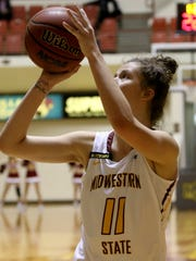 Midwestern State's Hannah Reynolds puts in a layup