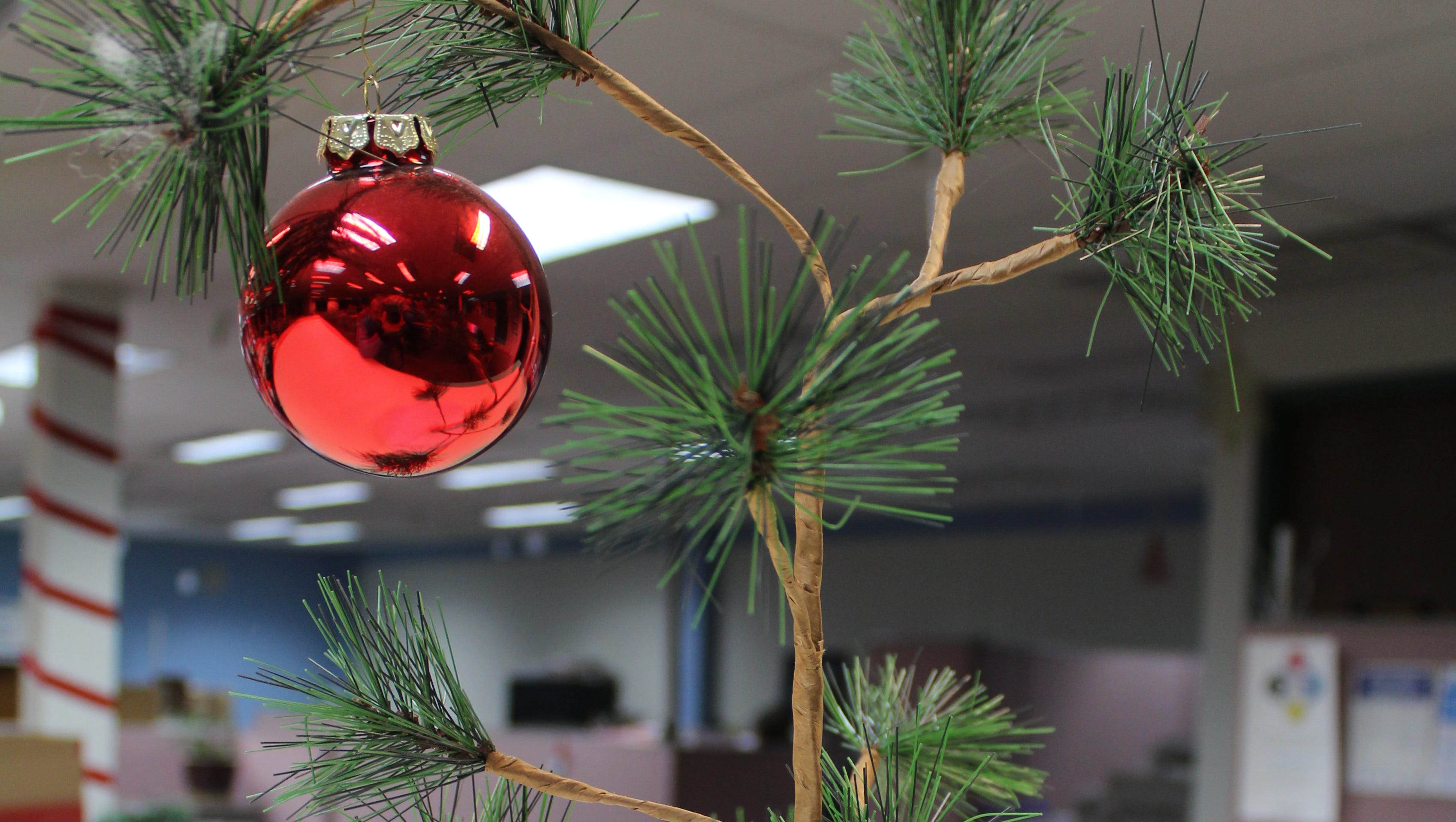 how charlie brown killed the aluminum christmas tree
