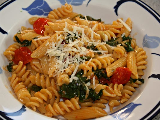 Pasta with Cherry Tomatoes and Spinach.jpg