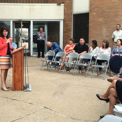 Lt. Gov. Rebecca Kleefisch speaks at the former Daily