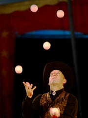 Nicolas Souren juggles multiple balls during The Kelly