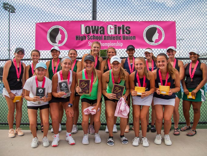 2018 doubles teams (front row) Dowling Catholic's Anna