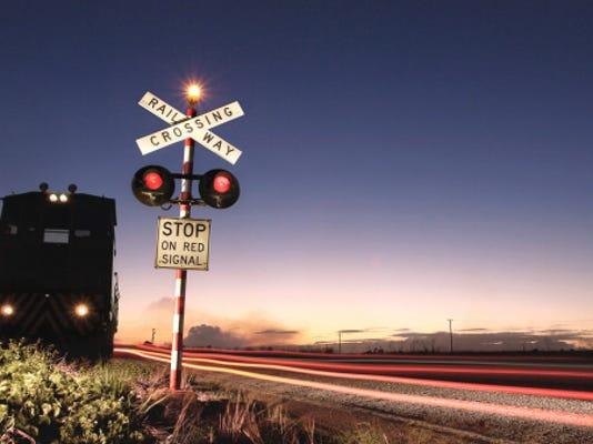 railroad crossing 178477252.jpg