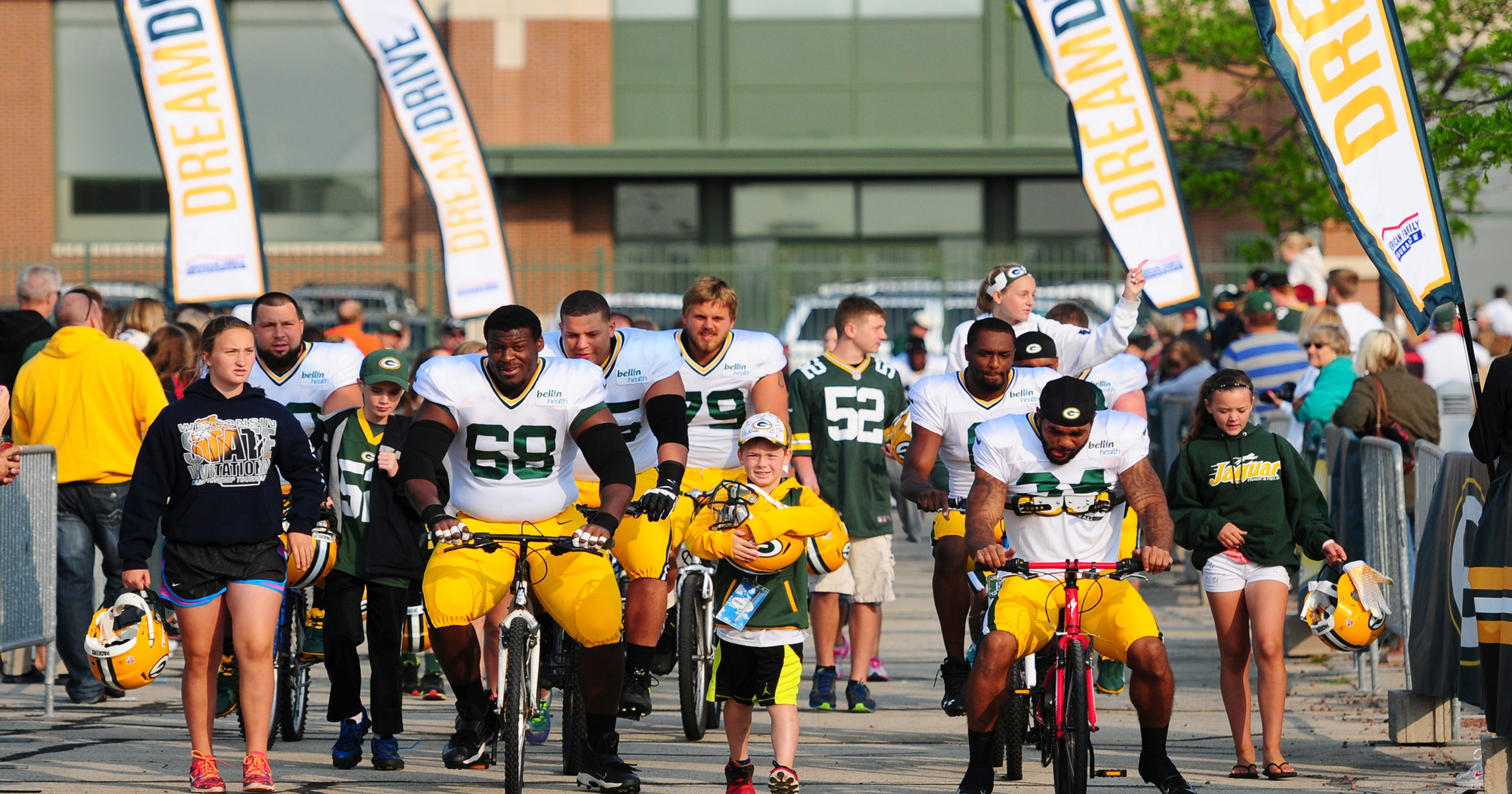 dda024e7 Kids carry on Packers bike ride tradition