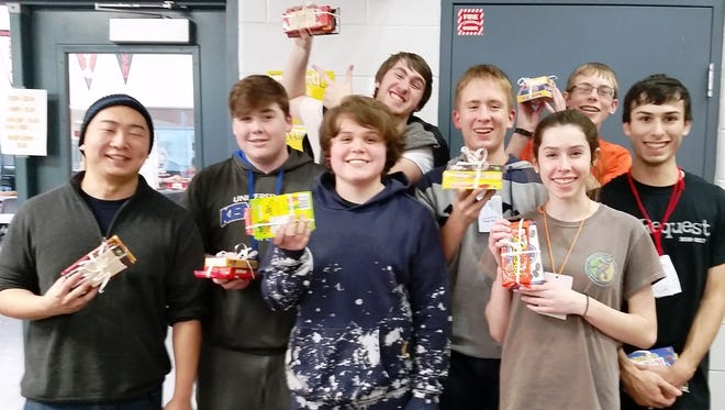 The winners of the LHS Robotics team eSports tournament fundraiser: Malee in place order: Tomosumi Sato, Connor O'nann, Gabe O'nann, and Alex Smith      Mario Kart in place order: Adrian Conte, Joe Pawlikowski, Piper Ray, and Nicholas Bryant.