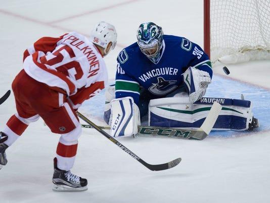 635860361373721514-AP-Red-Wings-Canucks-Hockey-.jpg