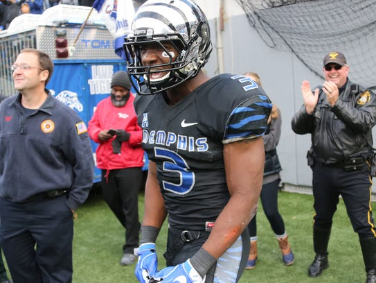 Memphis wide receiver Anthony Miller celebrates his