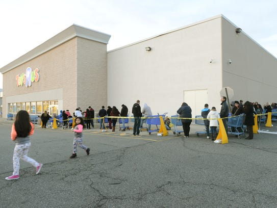 Shoppers line up outside the Totowa Toys R Us store before the 5 p.m. opening on Thanksgiving 2015.