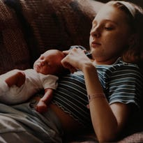 Pregnant at 18 with cancer: Mom risks life for baby