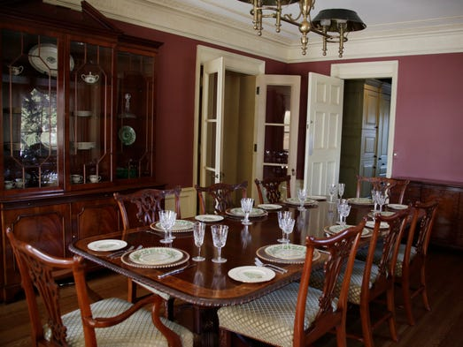 Grosse pointe park estate shows off 1920s grandeur for Dining room 95 hai ba trung