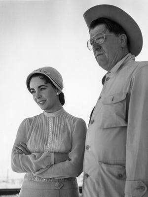 """Elizabeth Taylor and George Stevens on the Marfa set of """"Giant."""""""
