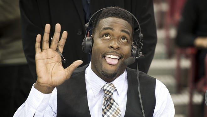 Chris Webber salutes the crowd at Sleep Train Arena before the Kings' game against the Chicago Bulls on  Nov. 20, 2014.