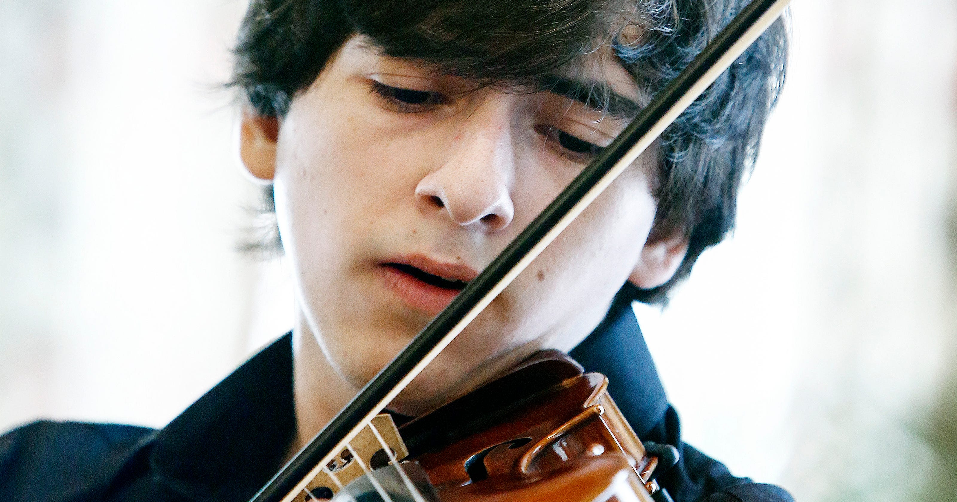 Teenage virtuoso excels at playing a jazz violin in the land of