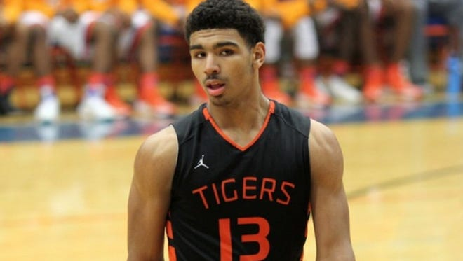 Illinois Mr. Basketball Mark Smith signed a letter of intent to play for Illinois.