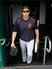 Tigers rightfielder Andrew Romine (17) enters the dugout for batting practice before playing the Pittsburgh Pirates on Monday, Aug. 7, 2017, in Pittsburgh.