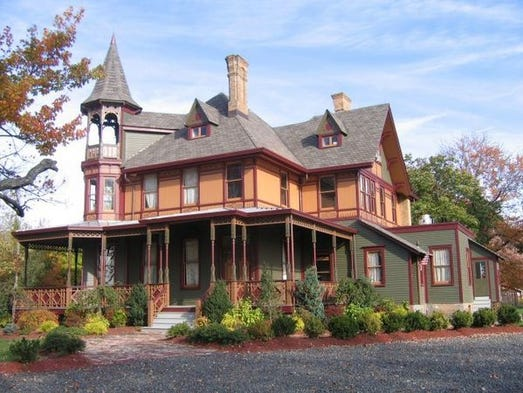 Top 10 haunted homes for sale for Famous haunted houses for sale