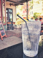 There are options to the plastic straw, a Desert Sun reader writes.