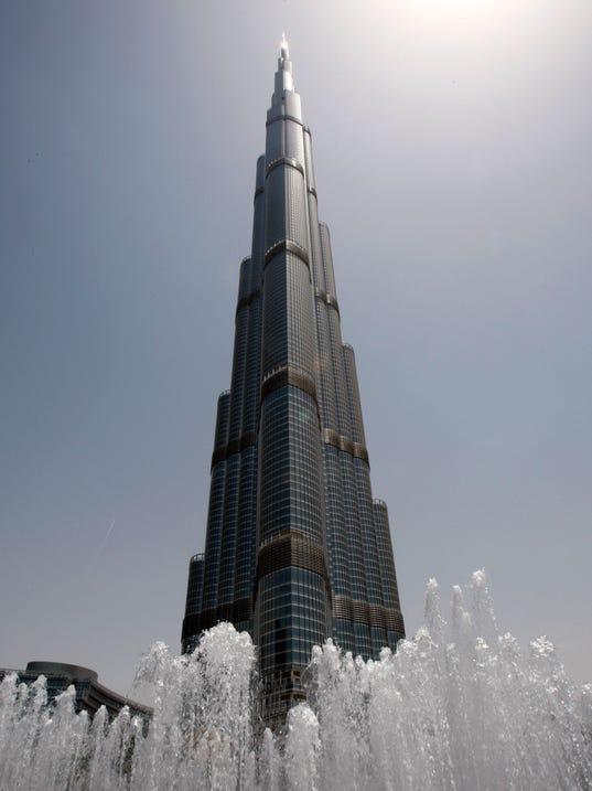 AP_Dubai-Skyscraper_Climber